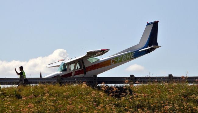 Cessna highway landing